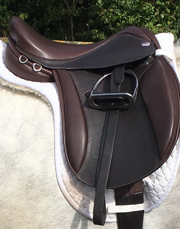 Working Hunter Saddle with Thigh roll